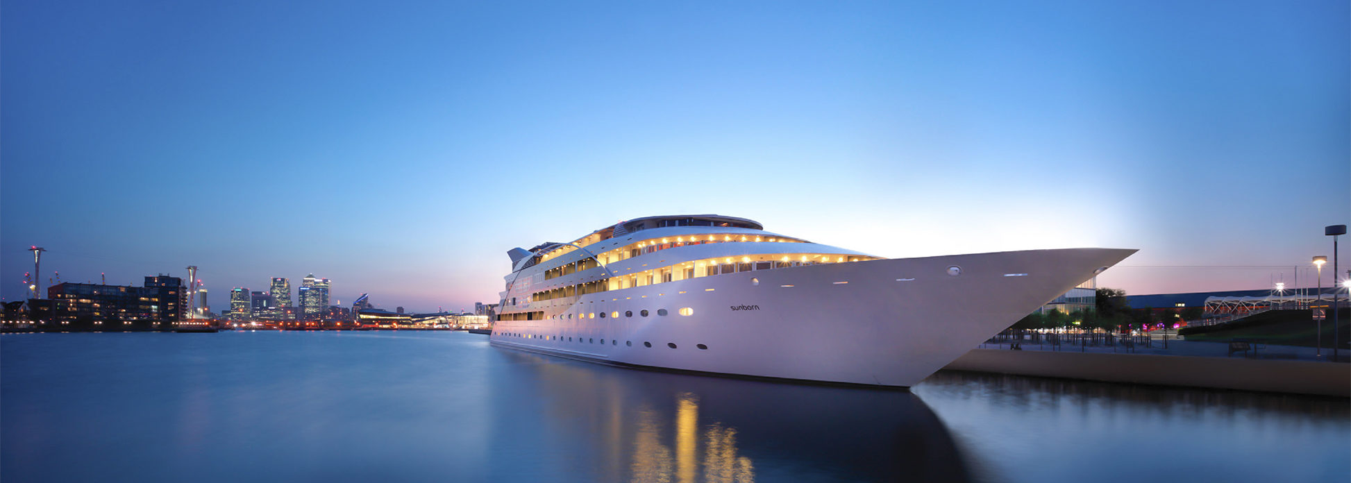 Sunborn, floatel yacht