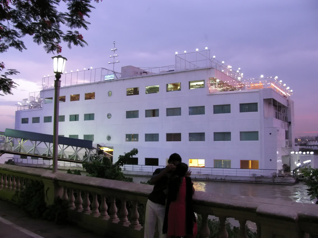 floating hotel kolkata
